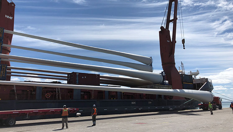 Inter American expertly handles 65 meters blades and nacelles for Wind Power Project